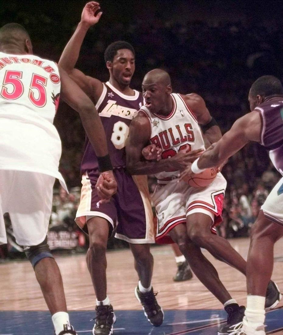 Bryant gardea a Michael Jordan. (AP)