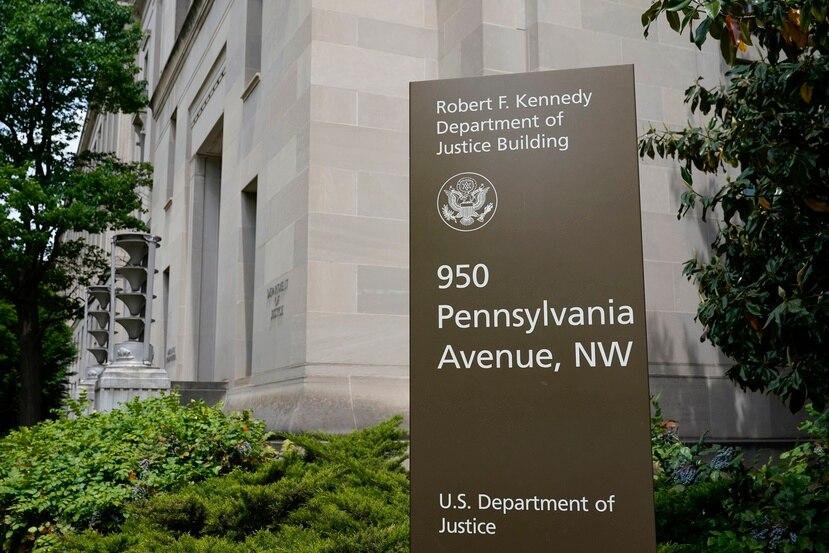 Letrero del edificio Robert F. Kennedy del Departamento de Justicia de Estados Unidos, en Washington.