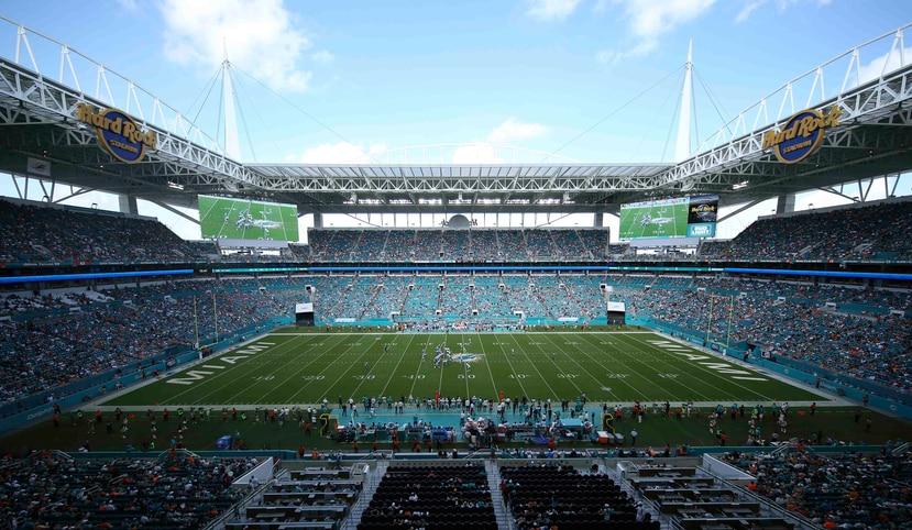 En esta foto del 8 de octubre de 2017, se aprecia el Hard Rock Stadium durante un partido entre los Titas de Tennessee y los Dolphins de Miami. (AP)