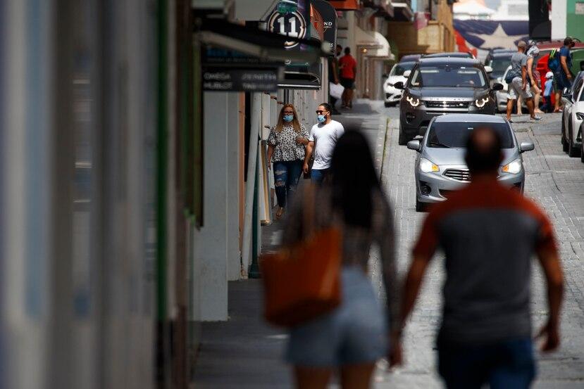 Vista del Viejo San Juan, donde la mayoría de las personas utilizan mascarilla como está dispuesto en la orden ejecutiva.