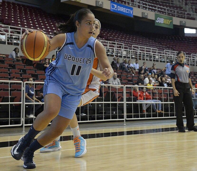 Madelyn Velázquez anotó 11 puntos y 10 rebotes. (GFR Media)