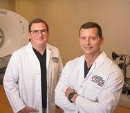 Los doctores Javier Nazario Larrieu y Enrique Sabater Pujol, radiólogos intervencionales del Hospital del Centro Comprensivo de Cáncer UPR, realizan procedimientos mínimamente invasivos para un diagnóstico y tratamiento temprano de tumores.