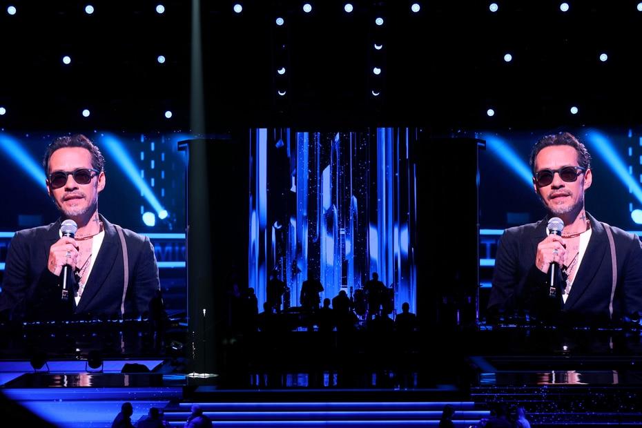 Tan emotiva fue la presentación como el anuncio previo a cargo de un emocionado Marc Anthony, quien destacó la aportación de Pacheco a la salsa y a su vida.