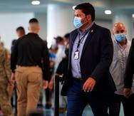 El secretario de Salud exhorta al público a seguir usando mascarillas, pese a la flexibilización anunciada hoy por los CDC