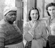 """De izquierda a derecha, las actrices Hattie McDaniel, Olivia de Havilland Vivien Leigh, en una escena de la cinta """"Gone With the Wind"""", de 1939."""
