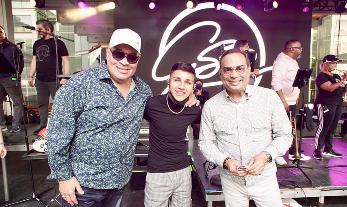 """Luis Vázquez lanza """"Comienzos"""" con Gilberto Santa Rosa y Tito Nieves"""