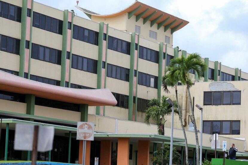 Las instituciones hospitalarias en la isla comenzaron a reducir su personal de manera temporal debido a la falta de dinero, por la merma en pacientes durante la pandemia del nuevo coronavirus COVID-19.