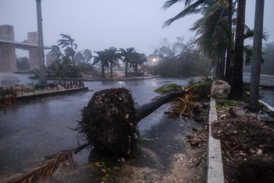 Al momento, las autoridades en México no han reportado muertes a causa del huracán Delta.