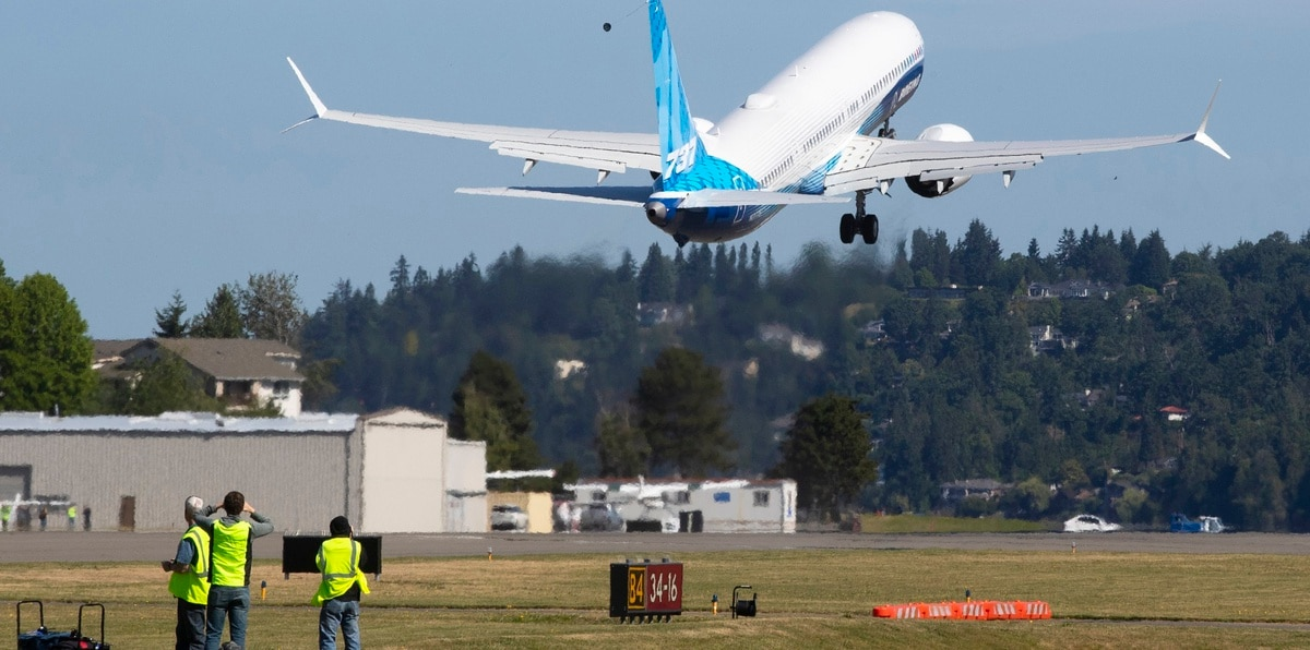 La versión más reciente del 737 MAX, el MAX 10, despega el viernes 18 de junio de 2021 del aeropuerto en Renton, Washington, en su vuelo inaugural.