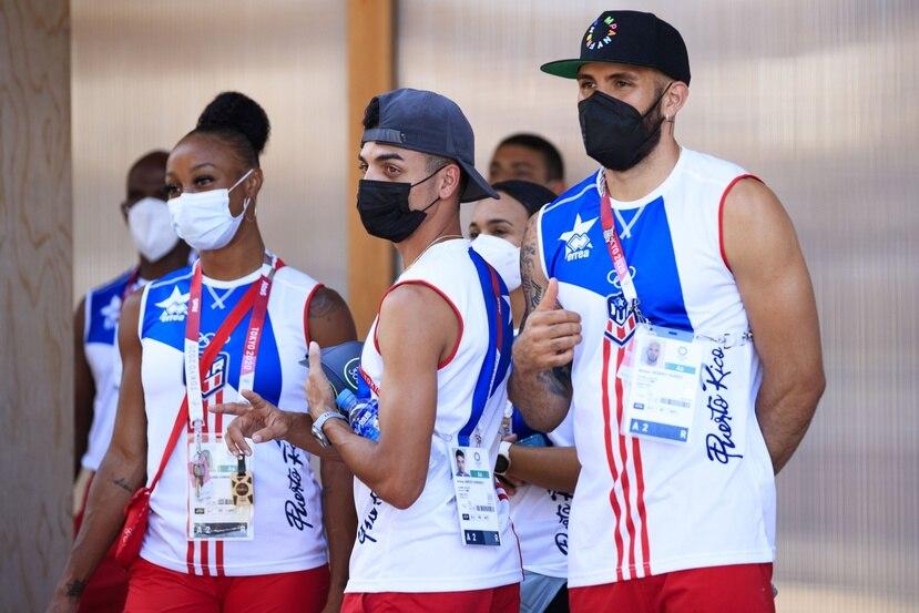 Jasmine Camacho-Quinn, Andrés Arroyo y Wesley Vázquez, tres de los cuatro representantes del atletismo que se tiraron a la pista anoche.