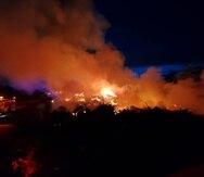 El incendio se reportó en la zona de material vegetativo del vertedero de Juncos.