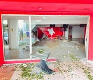 Parte de la sede del Partido Popular Democrático quedó destruida.