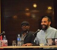En la foto el músico cubano Alaín Pérez (extrema derecha) presenta el disco.