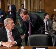 Richard Durbin, presidente del Comité de lo Jurídico, a la izquierda, junto otro miembro de esa comisión, el también demócrata Richard Blumenthal.