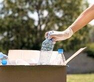 Mediante el concepto de servicarro, el público podrá acudir a entregar sus envases de plástico reciclable en el estacionamiento de las tiendas designadas.