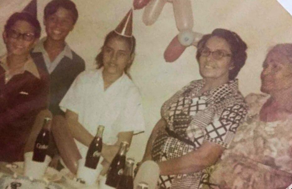 En esta imagen, la gobernadora celebra uno de sus cumpleaños junto a su familia.