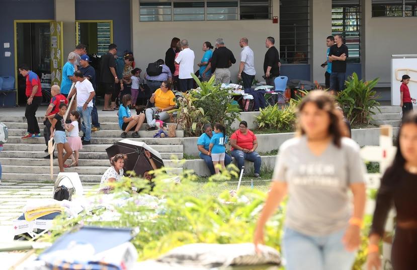 El refugio de la escuela vocacional Bernardino Cordero Bernard fue el primero que se habilitó en Ponce tras el terremoto de magnitud 6.4 del martes.