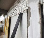 Las reparaciones en las escuelas públicas se han atrasado por retos impuestos por la pandemia, como la falta de materiales, argumentó el gobierno.