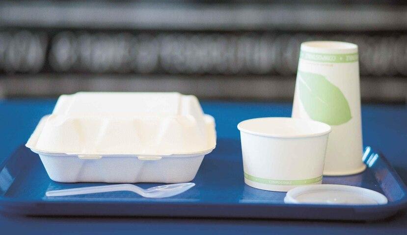 Envases, vasos y utensilios ecoamigables que se usan ahora en Robinson School.