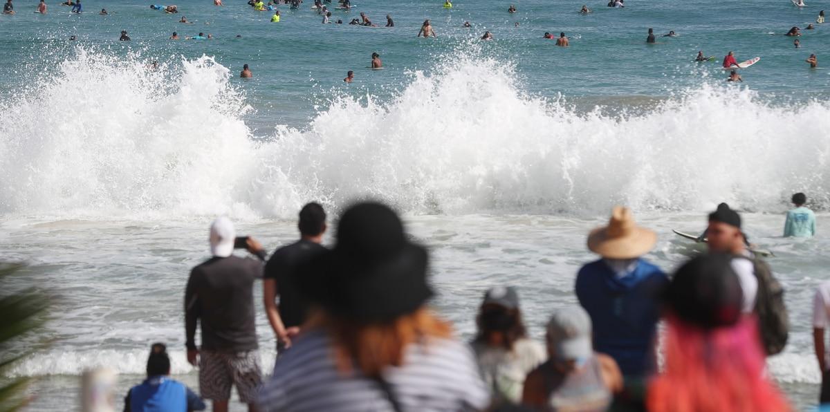 Emotiva despedida en el mar a Brian Ramos, el surfer asesinado en Luquillo