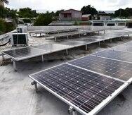 Independientemente del costo, cada vez son más los ciudadanos que instalan sistemas de paneles solares en sus residencias, con miras a tener un servicio eléctrico más estable.