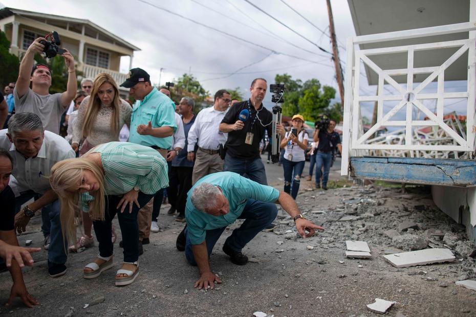 La gobernadora evaluó el derrumbe de las estructuras de las casas.