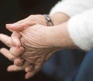 La enfermedad de Alzheimer afecta usualmente a ancianos y la cifra está creciendo conforme la población envejece.
