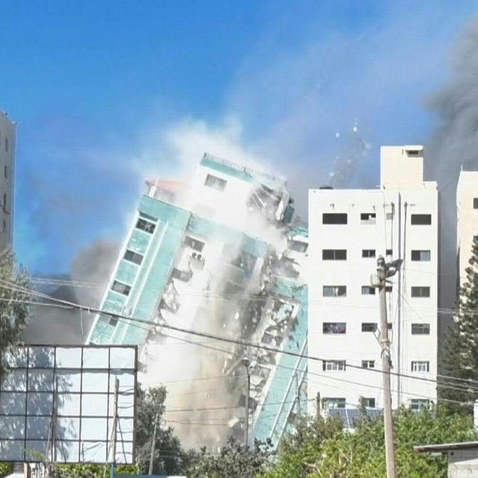 Israel destruye edificio que albergaba oficinas de prensa internacional en Gaza
