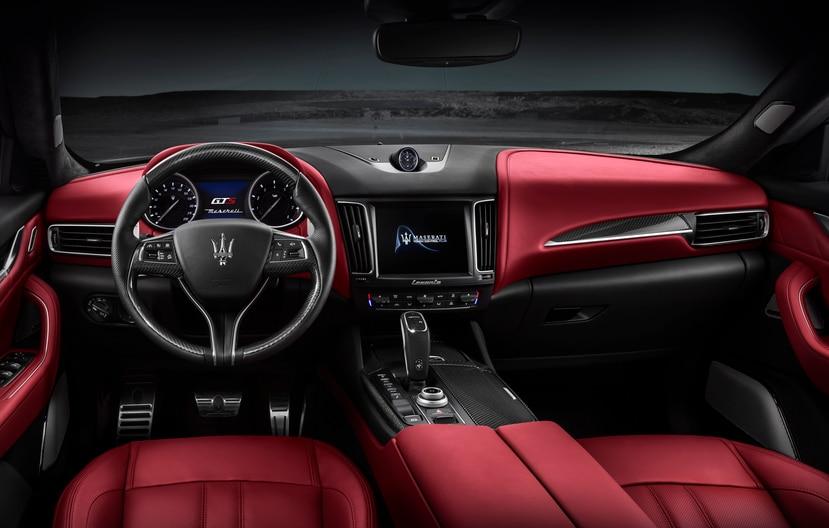 Cabina interior del Maserati Levante GTS.