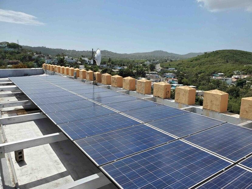 Placas solares en el fortín. (Gerardo E. Alvarado)