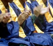 La nueva orden ejecutiva del gobernador Pedro Pierluisi permite la celebración de graduaciones sin dispensa, siempre y cuando los participantes cumplan con realizarse una prueba diagnóstica de COVID-19 y se cumpla con otros requisitos.