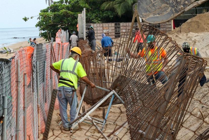 Área de construcción en el condominio Sol y Playa, en Rincón.