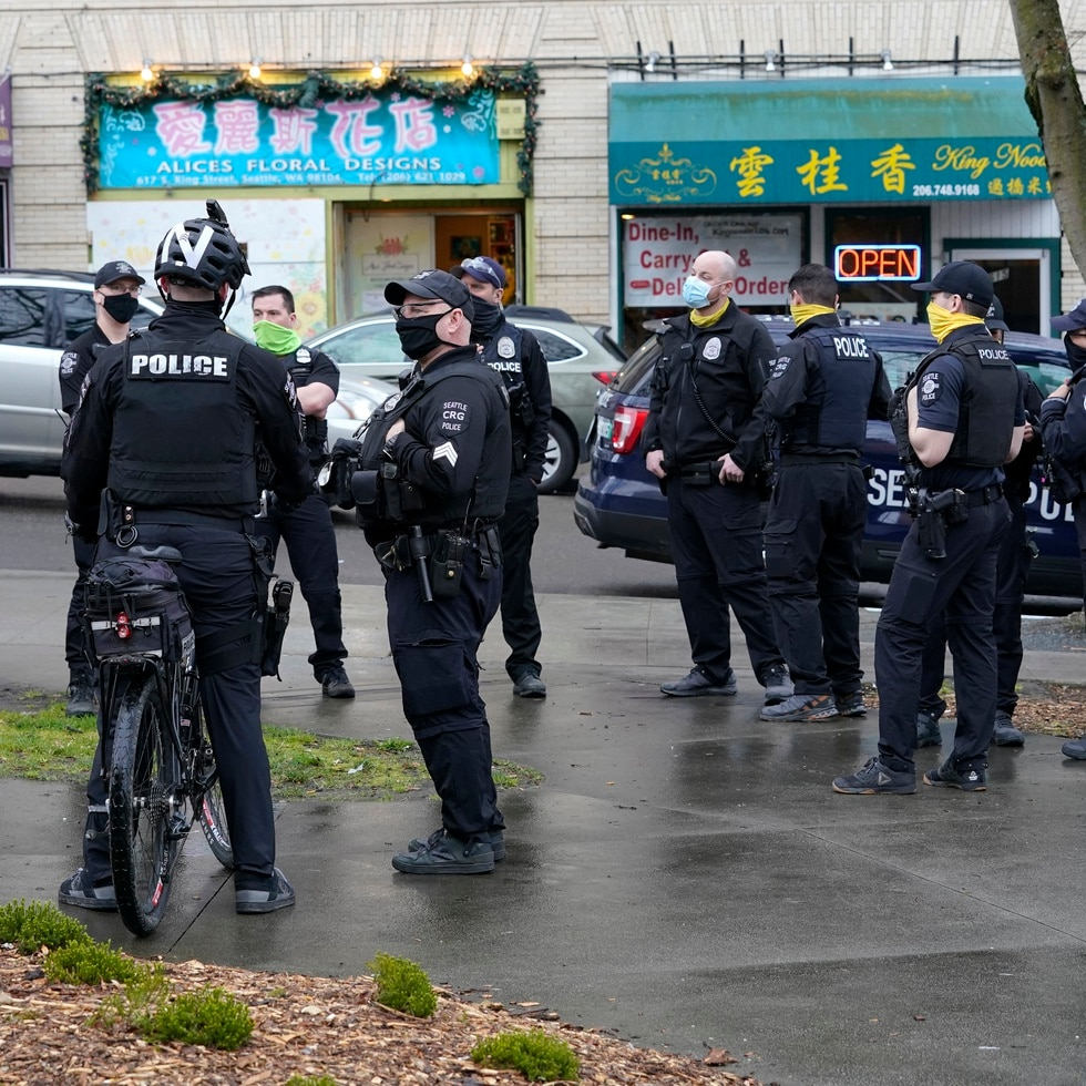 Hasta la semana pasada, casi 300 de los 1,000 elementos uniformados en Seattle no habían entregado la documentación que demostraba que estaban vacunados o estaban buscando una exención.