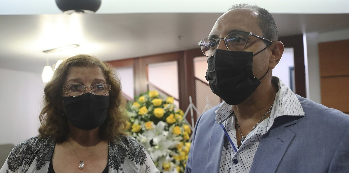 """Velorio de Efrén Arroyo: """"Me salvó la vida. Ahora me tocó cremarlo"""""""