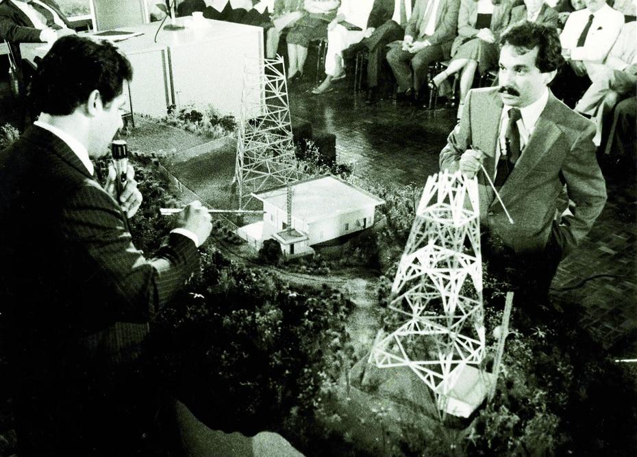 Muchas personas responsabilizan a Romero Barceló por la muerte de dos jóvenes independentistas, Carlos Enrique Soto Arriví y Arnaldo Darío Rosado Torres, en Cerro Maravilla el 25 de julio de 1978.