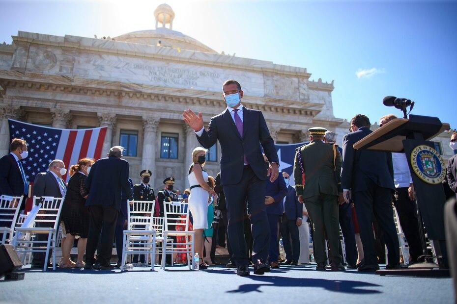 La actividad finalmente comenzó cerca de las 11:00 a.m. con la salida de Pierluisi hasta la tarima preparada frente al Capitolio.