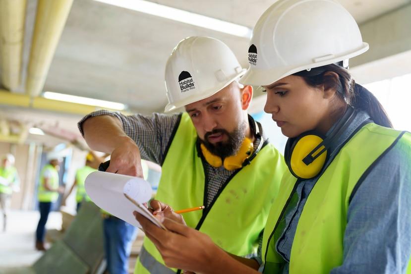 Habitat for Humanity of Puerto Rico buscan que también las mujeres se entusiasmen a sumarse a la industria de la construcción.