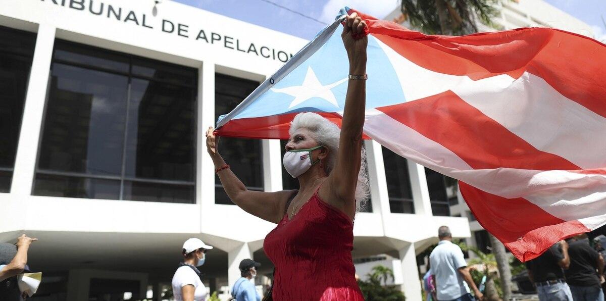 Protestan contra LUMA frente a las oficinas de la Junta