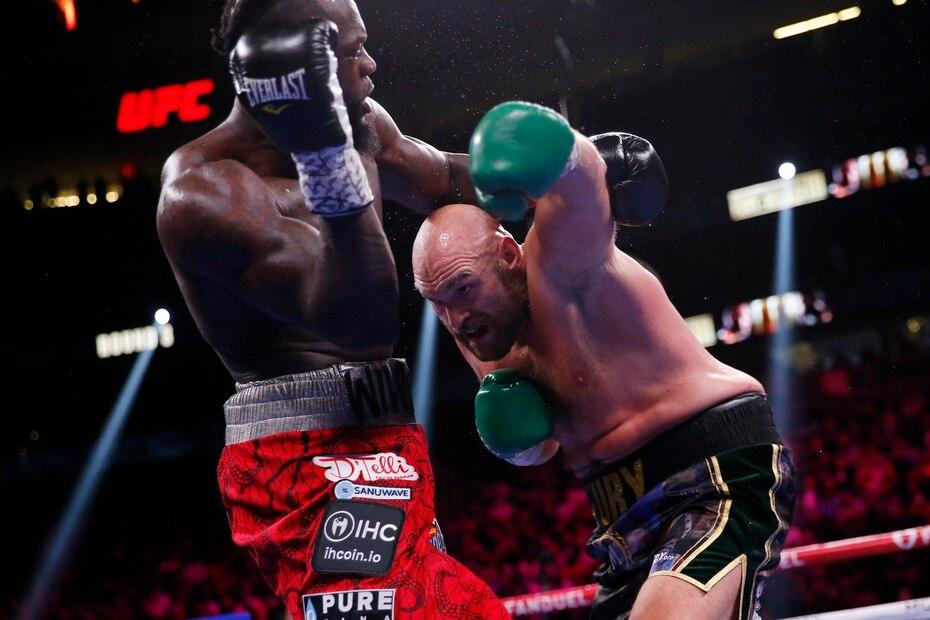 Wilder pudo recuperarse de la caída y no dejó respirar a su archirrival.