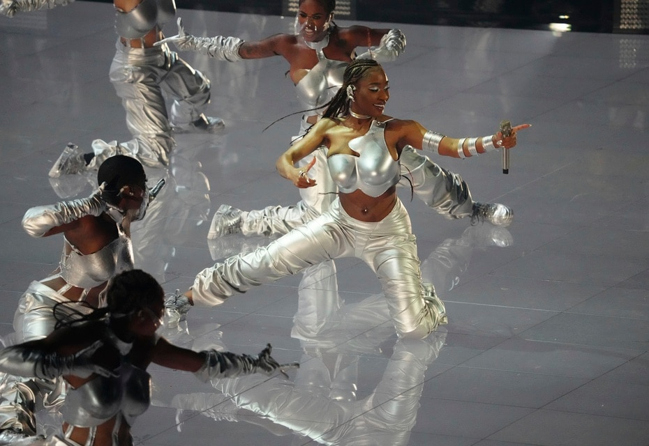 """Normani interpreta """"Wild Side"""" en la ceremonia de los premios MTV Video Music Awards. (Foto por Charles Sykes/Invision/AP)"""