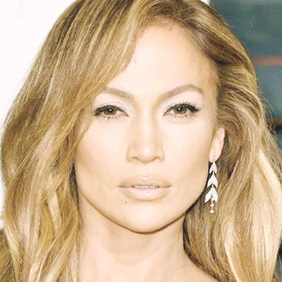 Jennifer López lanzará pronto su línea de maquillaje
