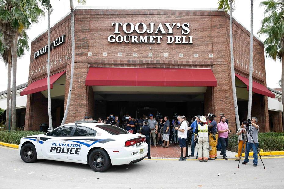 Las autoridades pidieron a las personas que se mantuvieran alejadas del lugar.  (AP/Brynn Anderson)
