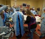 Un equipo multidisciplinario del Centro De Trauma de la Universidad de la Florida, en Gainesville, atiende a toda prisa a un paciente. (Suministrada / Guiliano De Portu / UF Health)