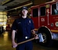 Cole Gomoll es un bombero en periodo de prueba del Departamento de Bomberos del Condado de Los Ángeles.