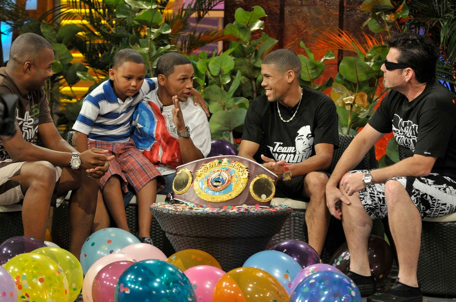 """Noche de verano para campeones. Al programa del 9 de junio de 2008, asistieron Félix """"Tito"""" Trinidad, Iván Calderón y Juanma López. (GFR Media)"""