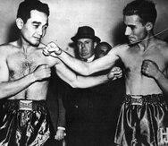 Sixto Escobar y Harry Jeffra posan antes de una de las cinco peleas que ambos protagonizaron.  (Foto del Sistema de Bibliotecas de la Universidad de Puerto Rico)