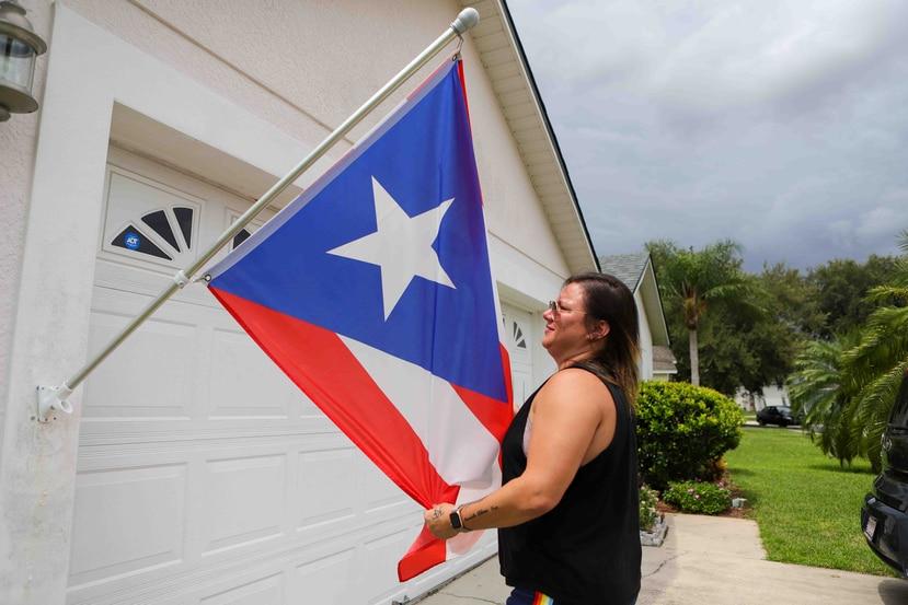 Frances Santiago colocó la bandera de Puerto Rico a las afueras de su residencia en Kissimmee, Florida.