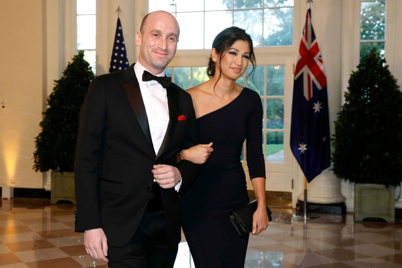 Stephen y Katie Miller, asesor de Trump y secretaria de prensa de Pence. (AP)