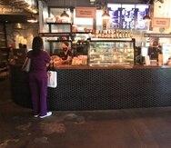 El Fondo de Revitalización de Restaurantes de la Agencia de Pequeños Negocios (SBA) recibió unas 278,000 solicitudes de dueños de restaurantes, barras y empresas relacionadas. En la foto, tomada el 2 de diciembre de 2020, la panadería Sobao en Condado reabría sus puertas siguiendo las restricciones impuestas por el gobierno ante la pandemia.