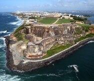 Vista aérea hacia el Castillo San Felipe del Morro en la entrada a la Bahía de San Juan.